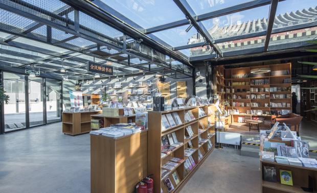 玻璃庭院中的书店——全民畅读文化空间